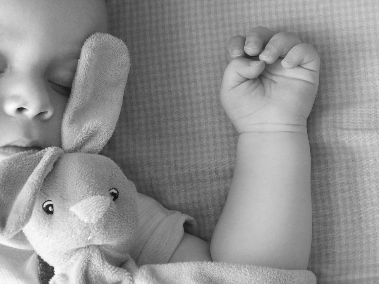 Vad ska bebis sova i för kläder