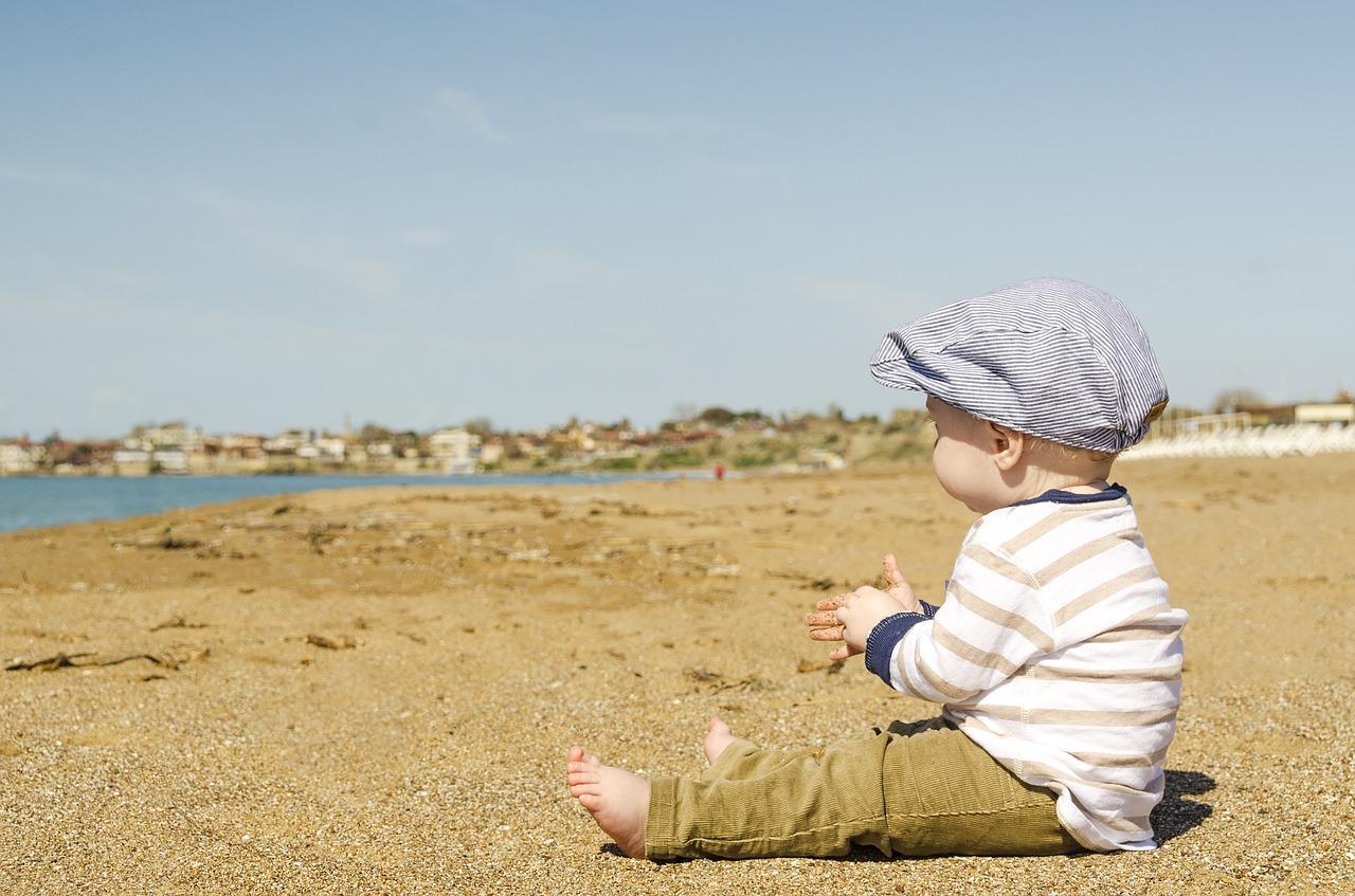 Resa med bebis till strand